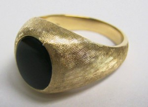 Richard hand-made the florentine finish on this handsome men's onyx ring. We think he did an outstanding job!