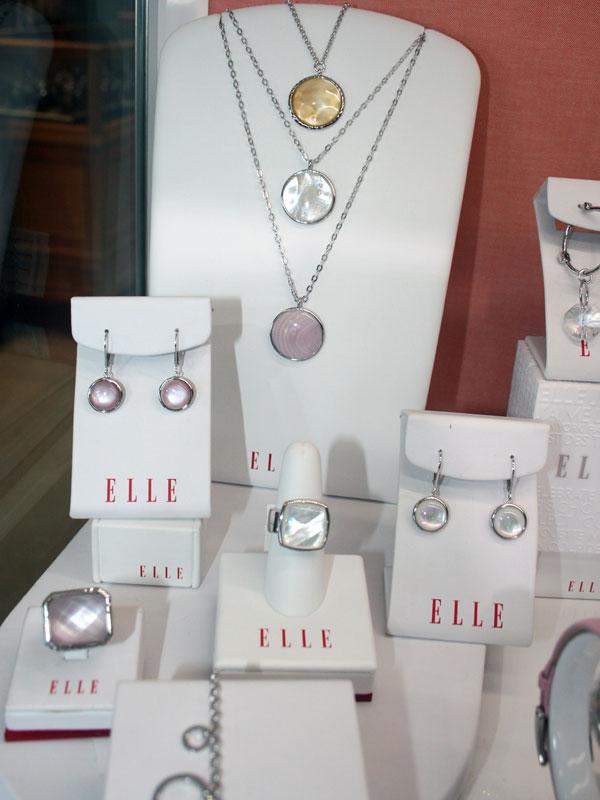 Elle jewelry display